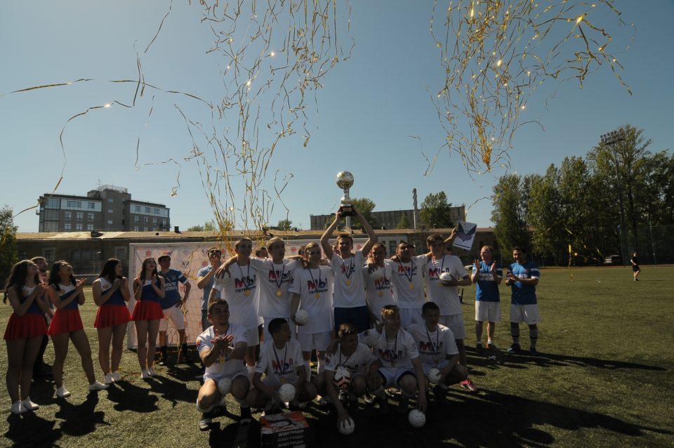 Команда Красносельского района одержала победу во II футбольном Турнире Центра «КОНТАКТ»